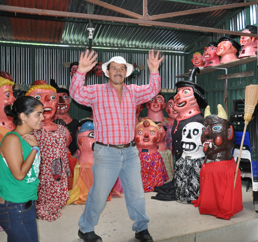 maskermaker in Erazu bij San José