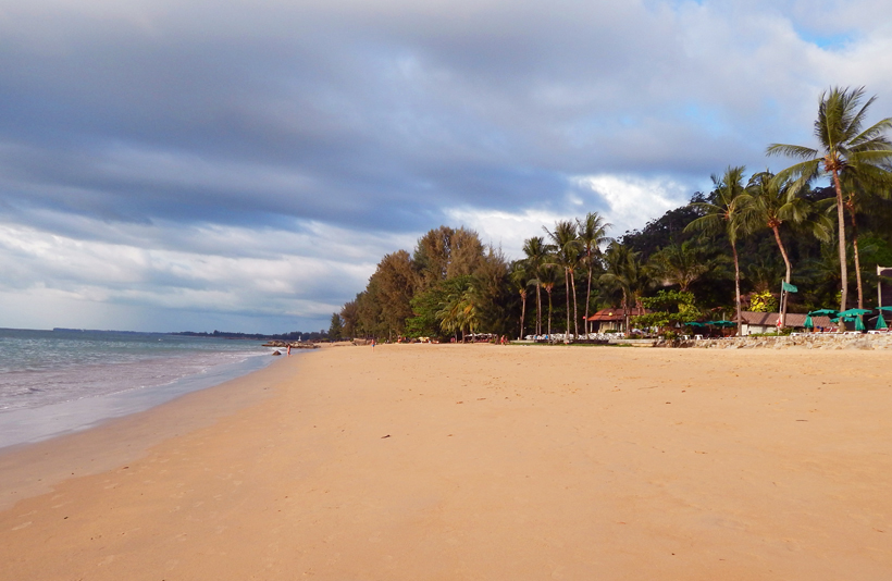strand van Khao Lak in Zuid-Thailand