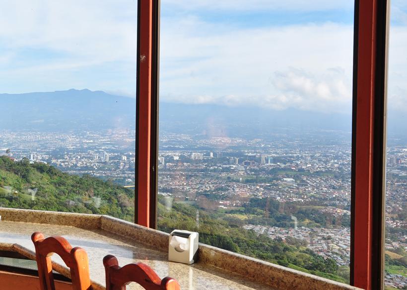 uitzicht van heuvels boven escazu op San Jose