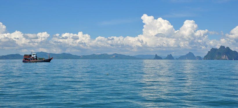 Phang Nga Bay vanuit Koh Yao Noi in Zuid-Thailand