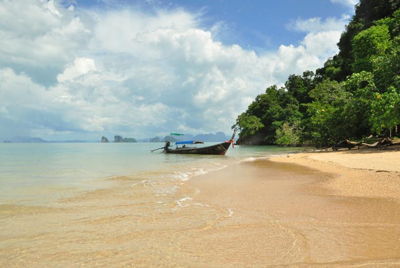 Koh Nok eiland in Phang Nga baai in Zuid-Thailand