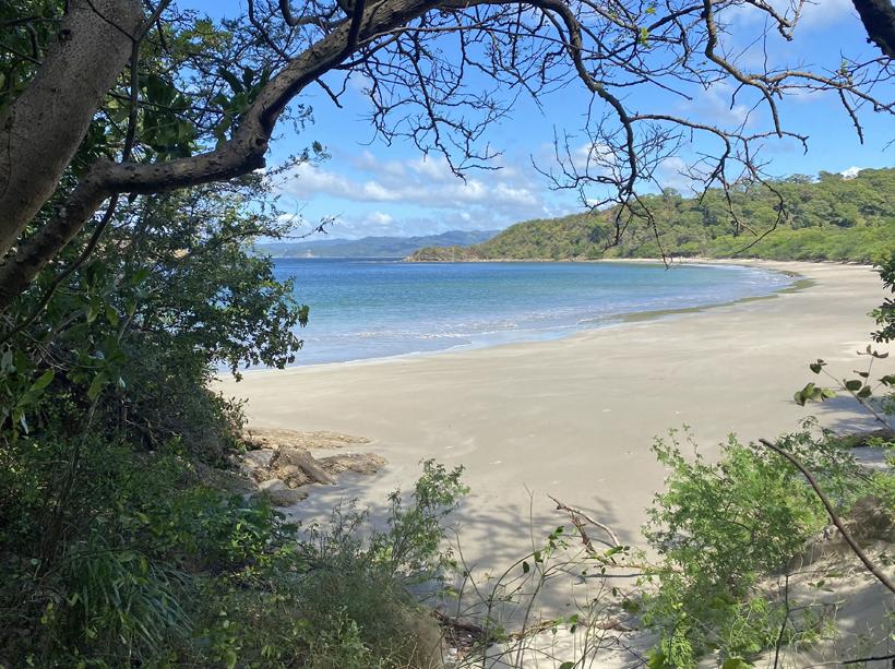 Mooi zandstran Playa Rajada in El Jobo