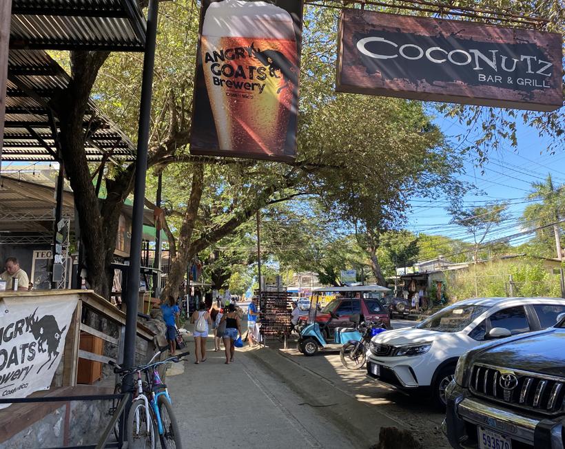 hoofdstraat Playas del Coco