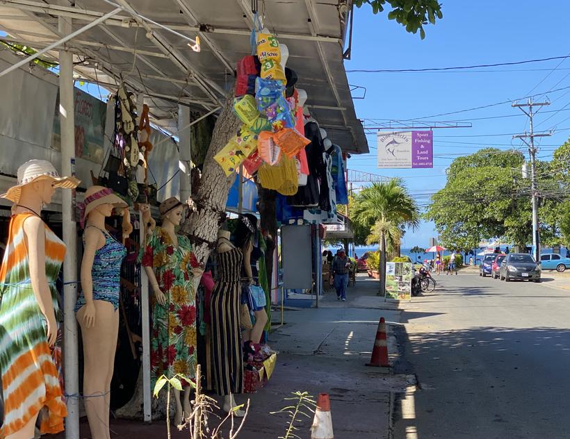 hoofdstraat Playas del Cocos
