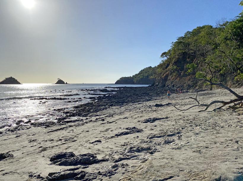 over rotsen naar playa dantita
