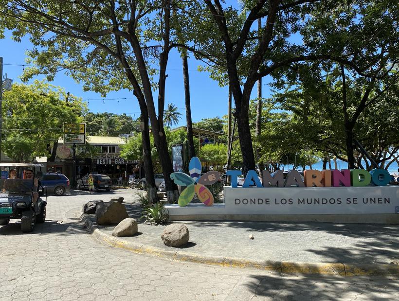 Winkelstraat naast strand Tamarindo