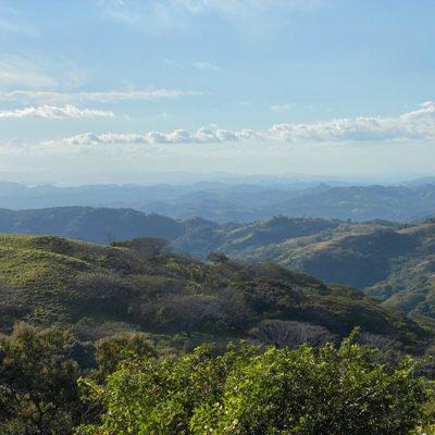 Oase in de heuvels van Miramar en dieren helpen in NATUWA