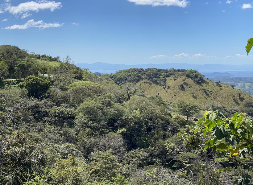 zicht vanuit heuvels Miramar op Golf van Nicoya