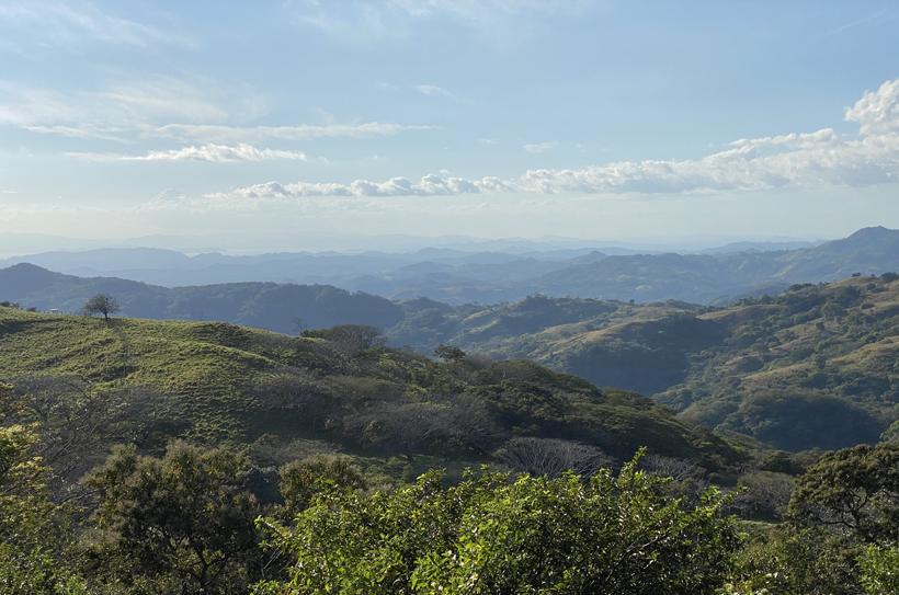Golf van Nicoya vanuit groene heuvels Miramar