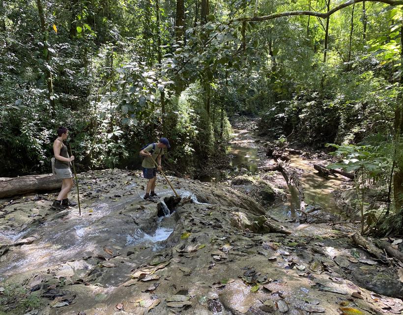 rivierwandeling in Karen Mogensen