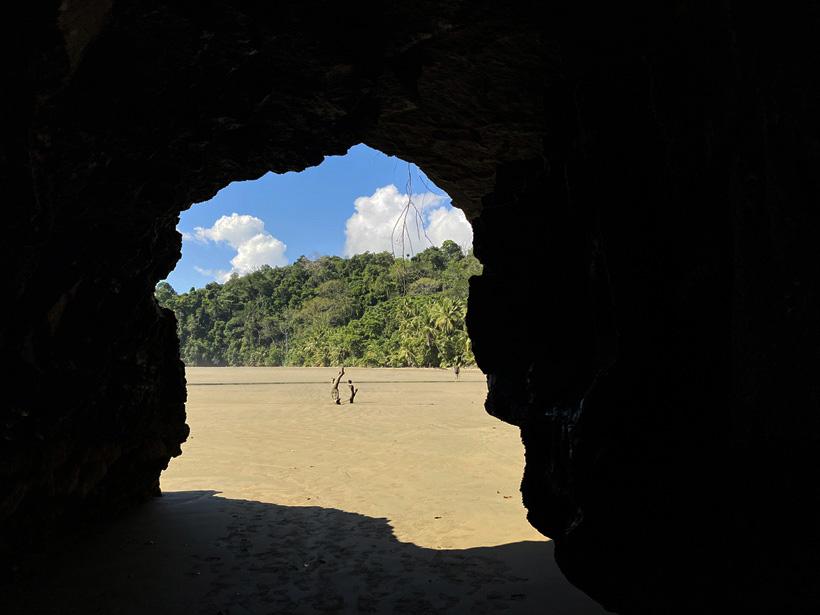 grot Playa Arco in Uvita