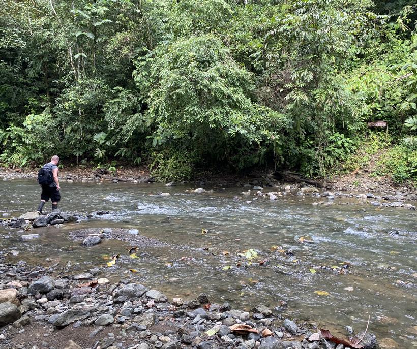 naar la Bolita door de rivier