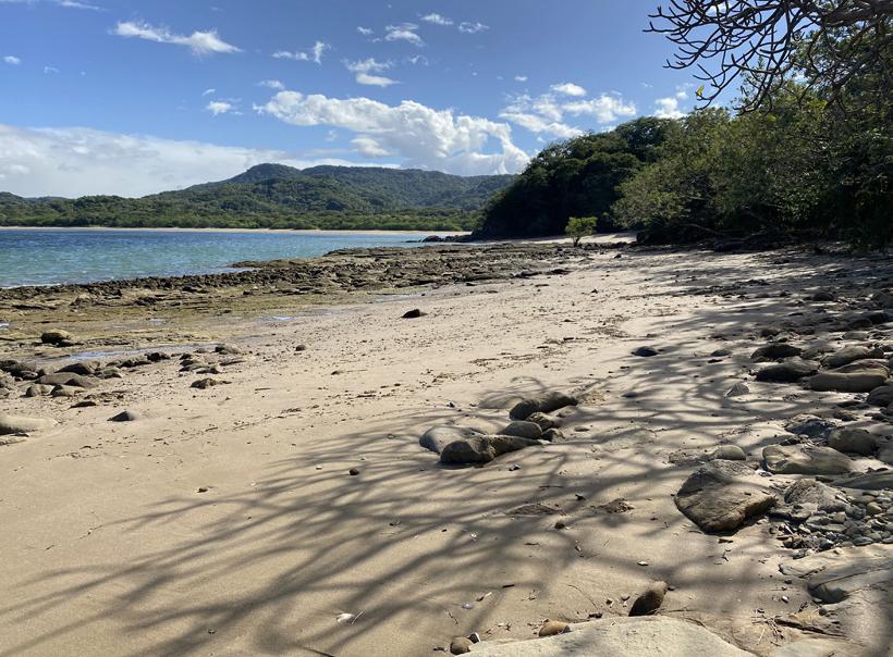 strand Junquillal vanuit de rocky zone
