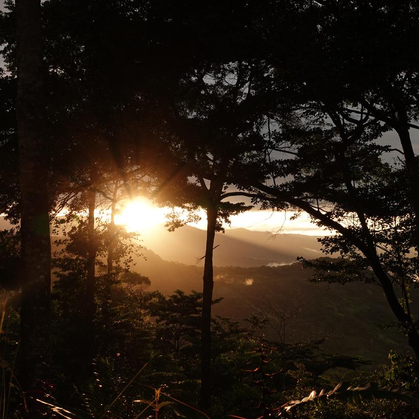 zonsondergang heuvels Baru